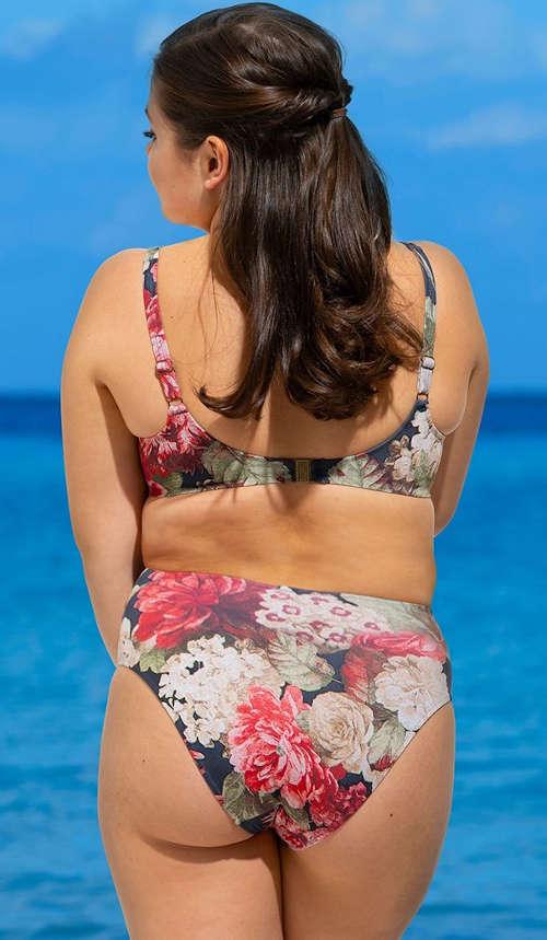 Romantické kvetované plavky pre plnoštíhle