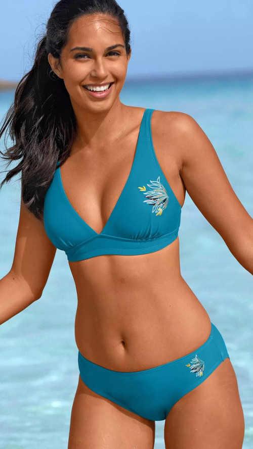 Pohodlné modré dvojdielne plavky s výšivkou