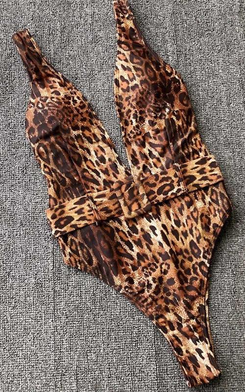 Moderni-jednodilne-plavky-s-leopardim-potiskem
